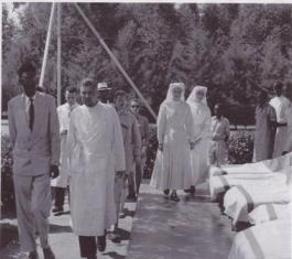 Viste du Roi Kigeli au Sanatorium de L.Pétillon à Rwamagana le 13 août 1959 (photo P. Laval)