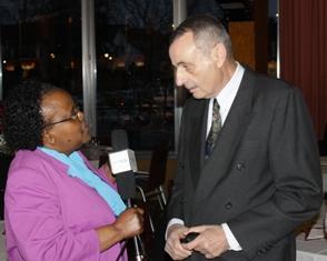 Le colonel Luc Marchal avec la journaliste Agnès Mukarugomwa le 2/02/215 à Bruxelles/photo Rafiki Muhire