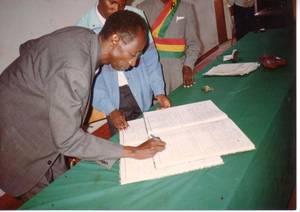 Nyetera, témoin d'un mariage civil à la commune