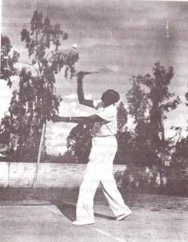 Rudahigwa jouant au tennis